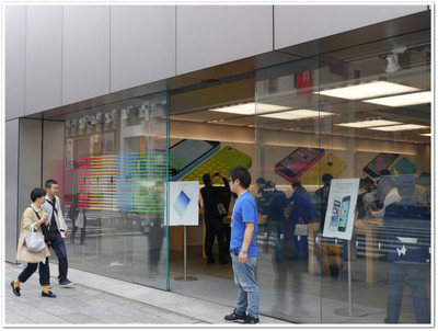 Apple_store_entrance